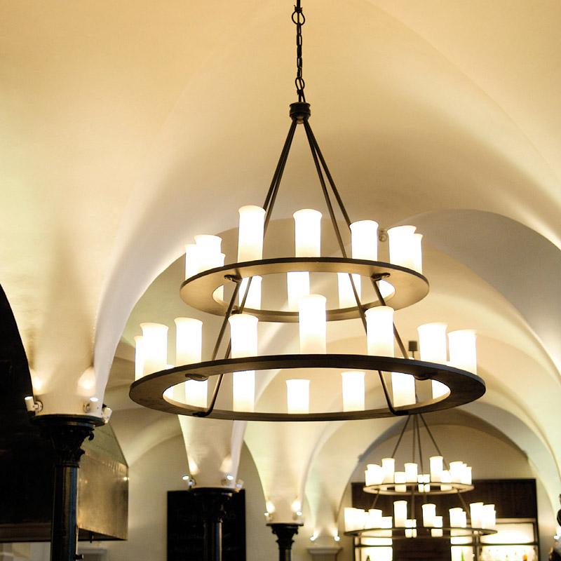 Großer schmiedeeisen hängeleuchter mit downlights   casa lumi