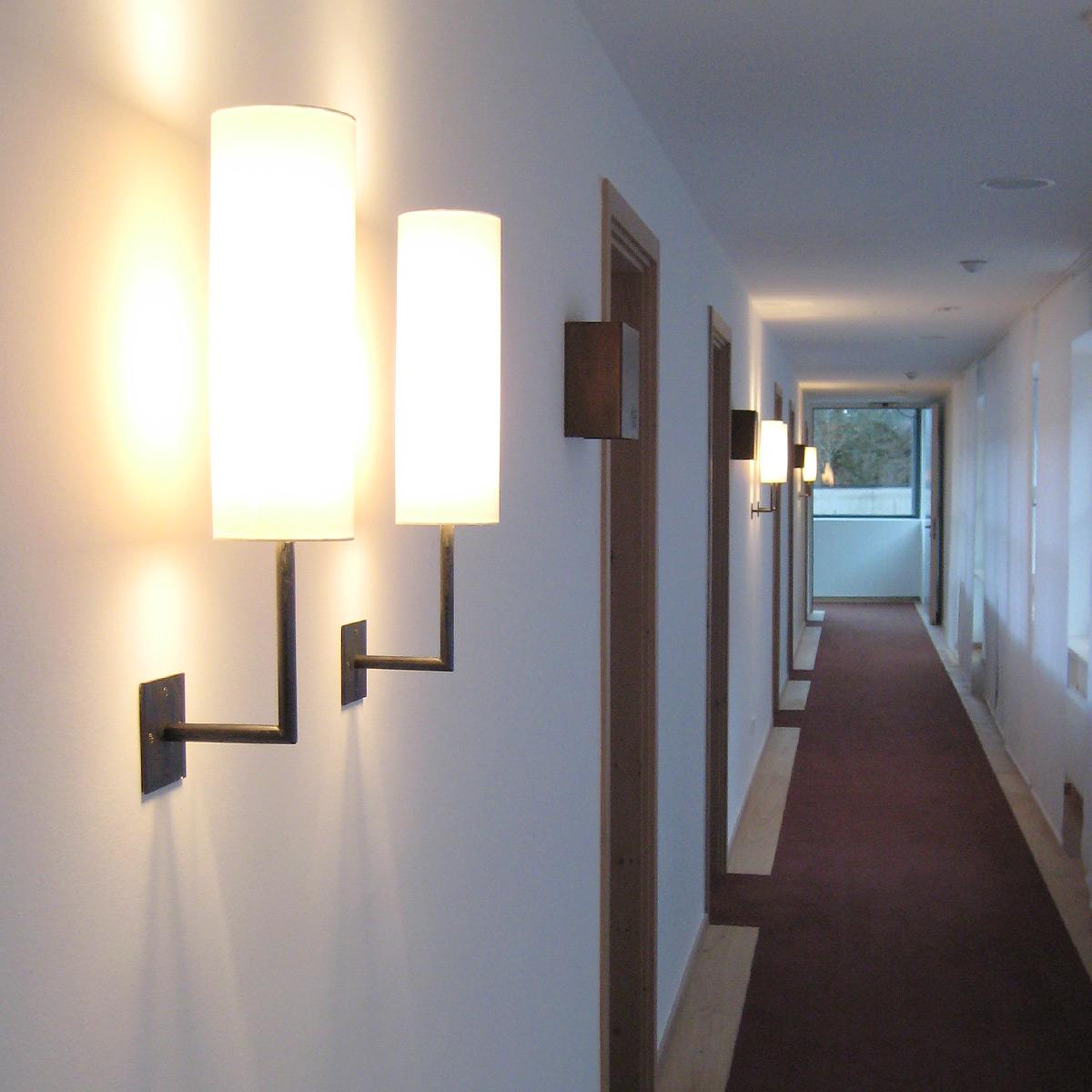 stimmungsvolle wandbeleuchtung wandfluter aus messing. Black Bedroom Furniture Sets. Home Design Ideas
