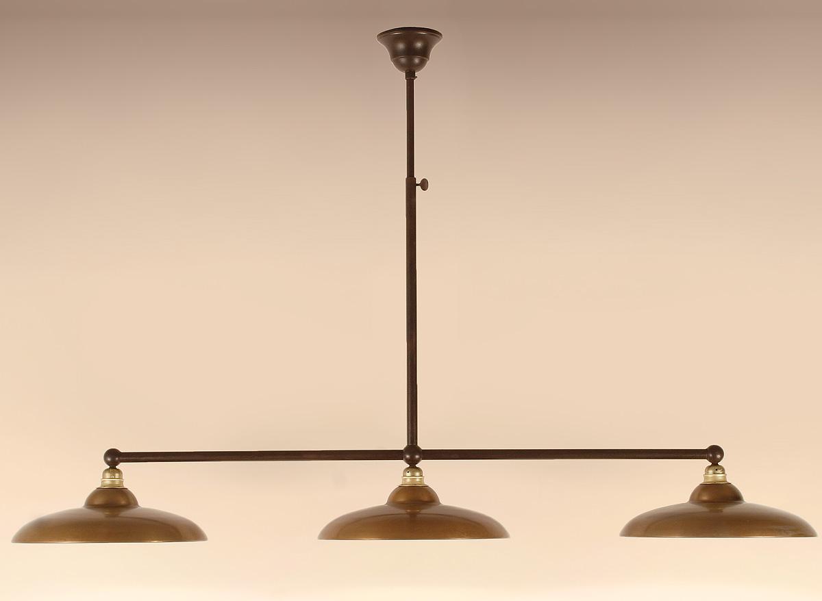 rustikale stabpendel balkenlampe mit drei flachen schirmen casa lumi. Black Bedroom Furniture Sets. Home Design Ideas