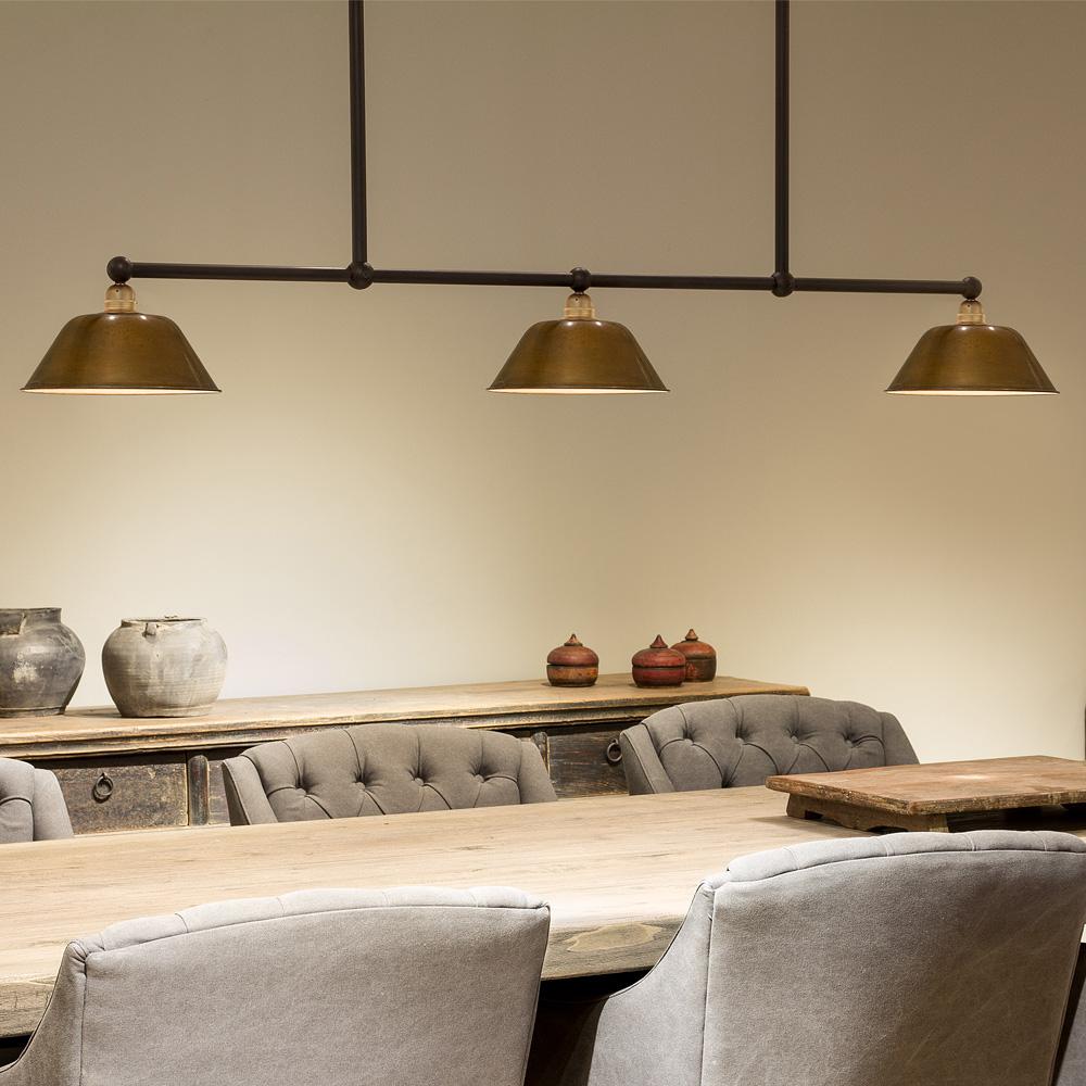 tische mit drei schirmen von breda leuchten bild 1 balkenlampe mit. Black Bedroom Furniture Sets. Home Design Ideas