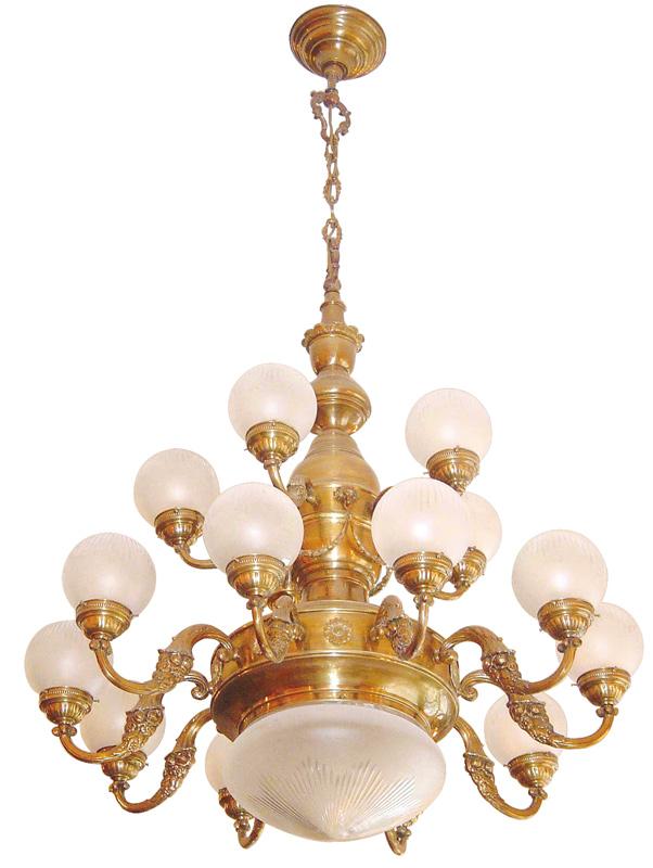 Großer, historischer leuchter mit glaskugeln poppa   casa lumi