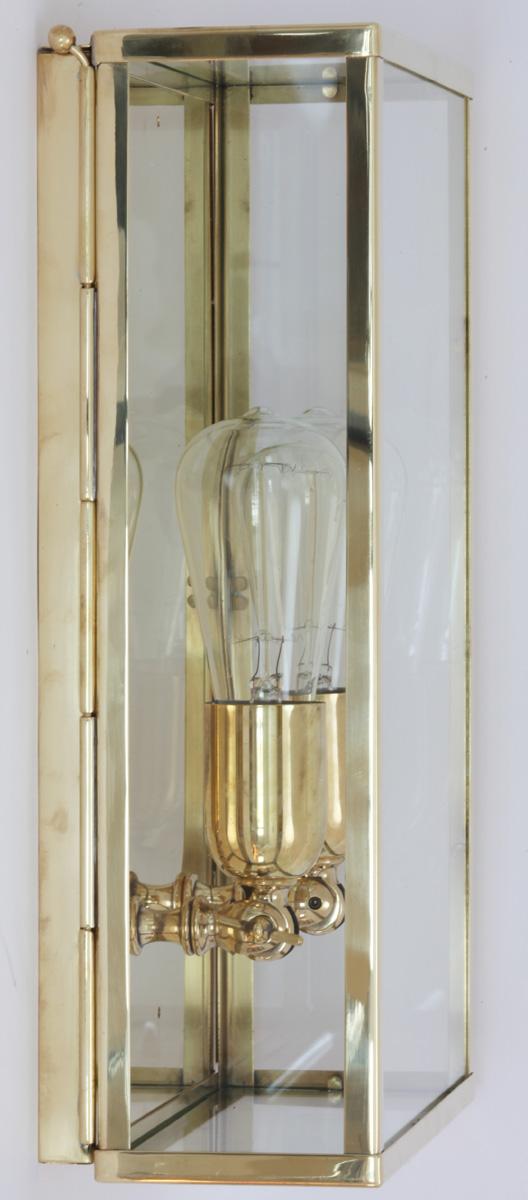 vitrine gro e kassetten wandleuchte aus messing casa lumi. Black Bedroom Furniture Sets. Home Design Ideas