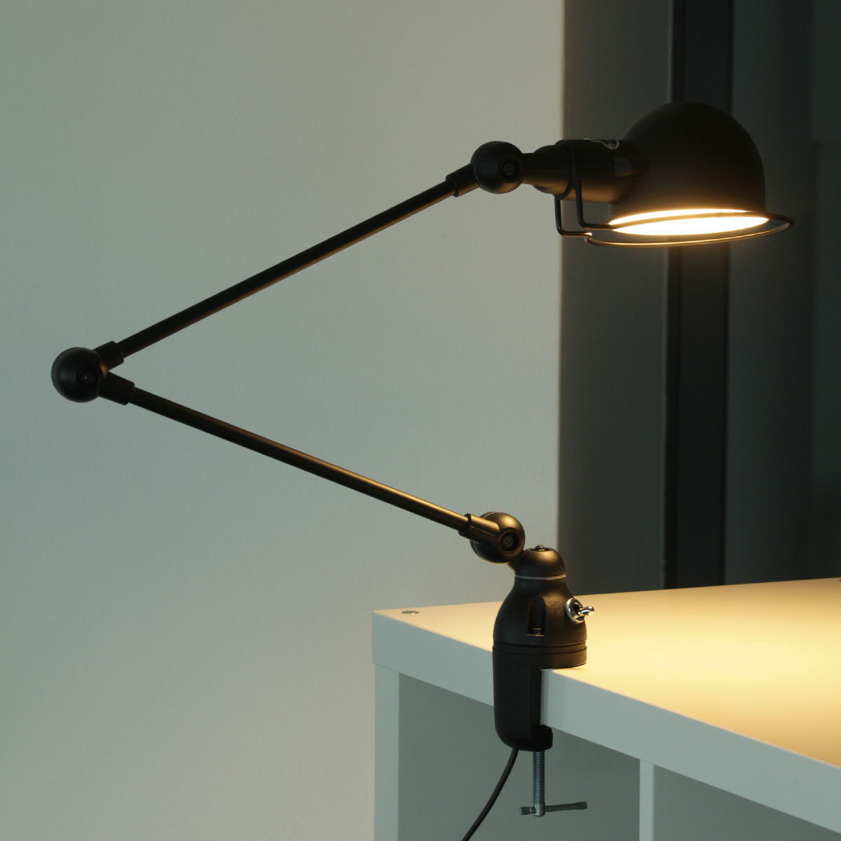 Klemm lampe signal f r tischplatten und regale casa lumi for Design tischplatten