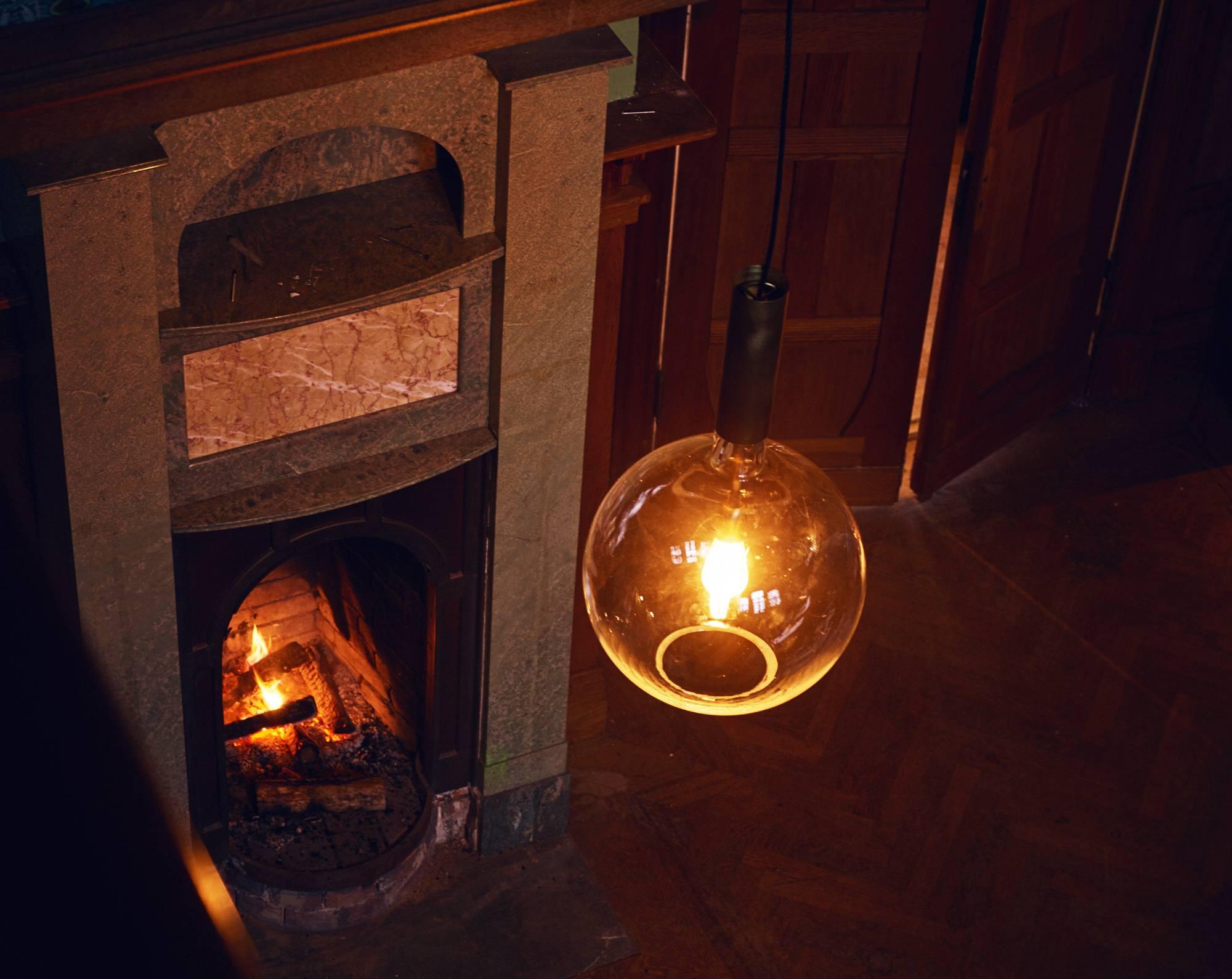 Moderne Lampen 18 : Exklusive design kugelleuchte aus glas und messing rosalia casa lumi