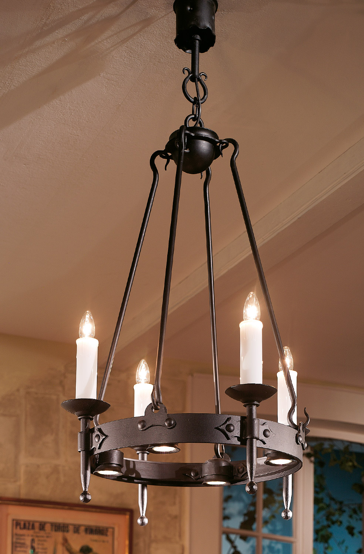 geschmiedeter kerzen leuchter mit strahlern nach unten casa lumi. Black Bedroom Furniture Sets. Home Design Ideas