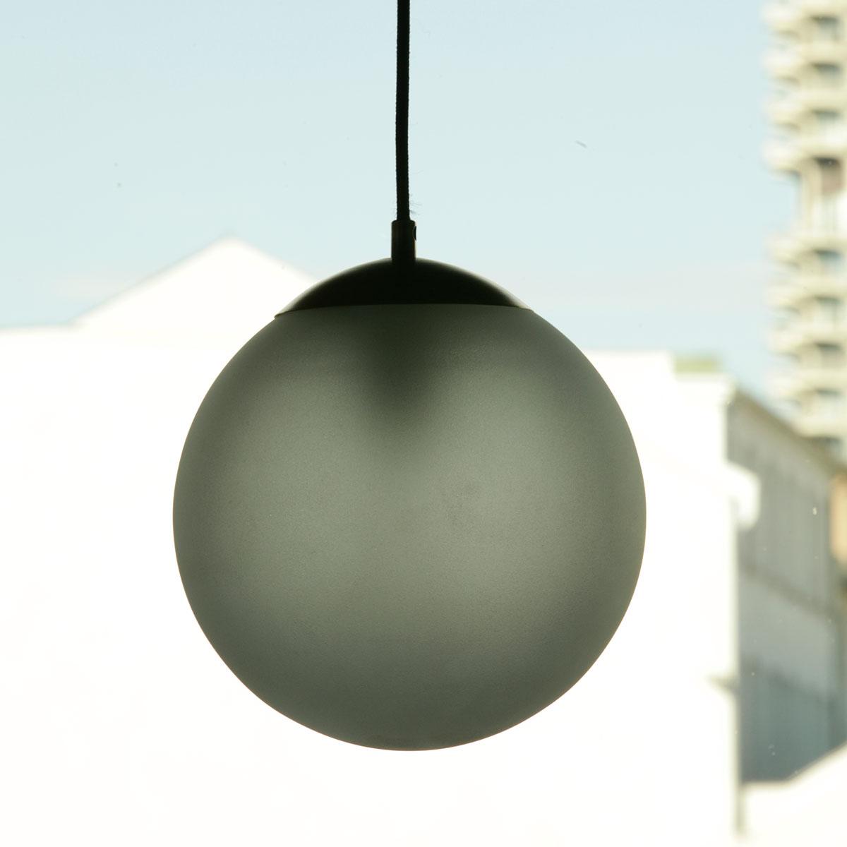 kugel pendelleuchte mit gef rbtem oder klarem glas 22 cm. Black Bedroom Furniture Sets. Home Design Ideas
