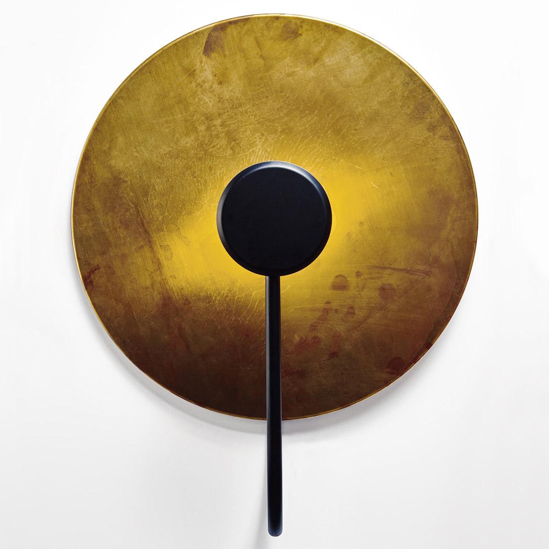 reflektierende wandleuchte mit gro er messingscheibe 40 90 cm casa lumi. Black Bedroom Furniture Sets. Home Design Ideas