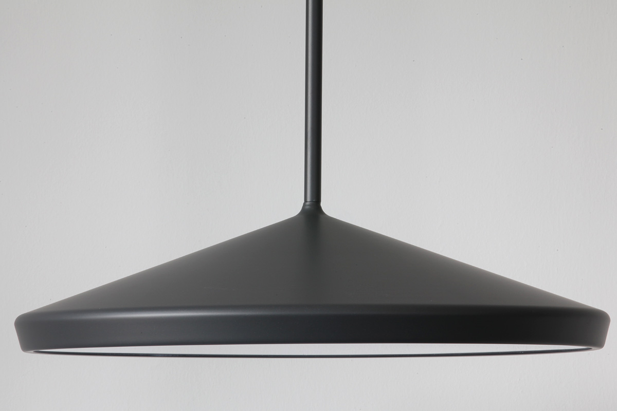 gro e flache designer pendelleuchte aus schweden casa lumi. Black Bedroom Furniture Sets. Home Design Ideas