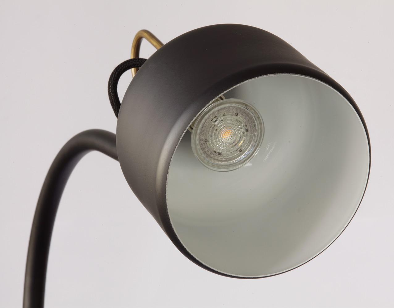 Skandinavische design tischlampe aus messing bold casa lumi for Tischlampe design