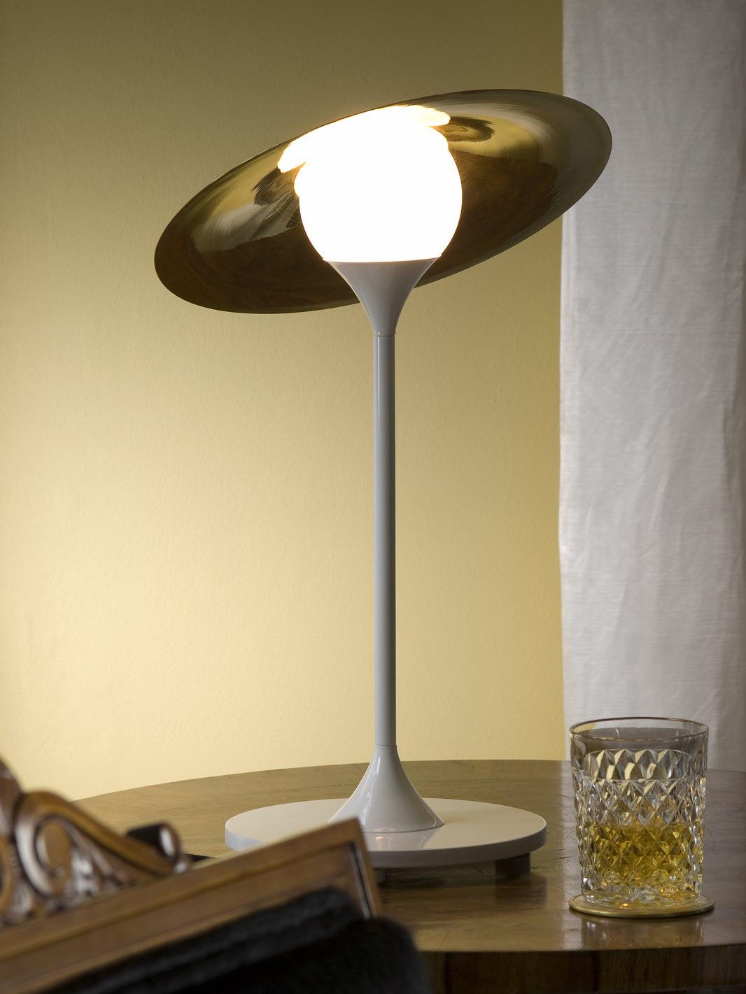 elegante tischleuchte mit verstellbarem hut schirm casa lumi. Black Bedroom Furniture Sets. Home Design Ideas