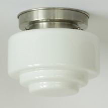 Large ceiling light with stepped opal cylinder glass von Collectie Art Déco, Image 4: Art déco-Deckenleuchte, abgebildet mit mattvernickeltem Deckenteil, Modell 1, Ø  20 cm